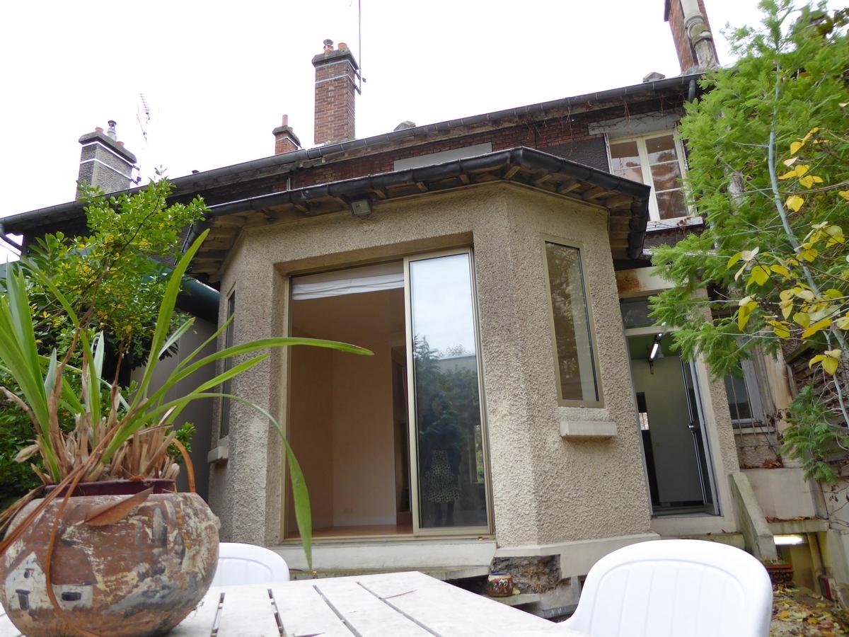Paris prend l 39 air agence immobiliere - Une maison un jardin saez saint paul ...